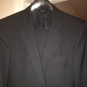 Jos A Bank 42R Navy Suit